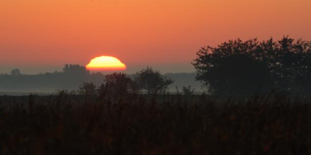 Izlazak sunce za vedrog jutra
