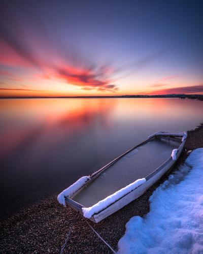 Davorin Mance Pocinak na obali jezera